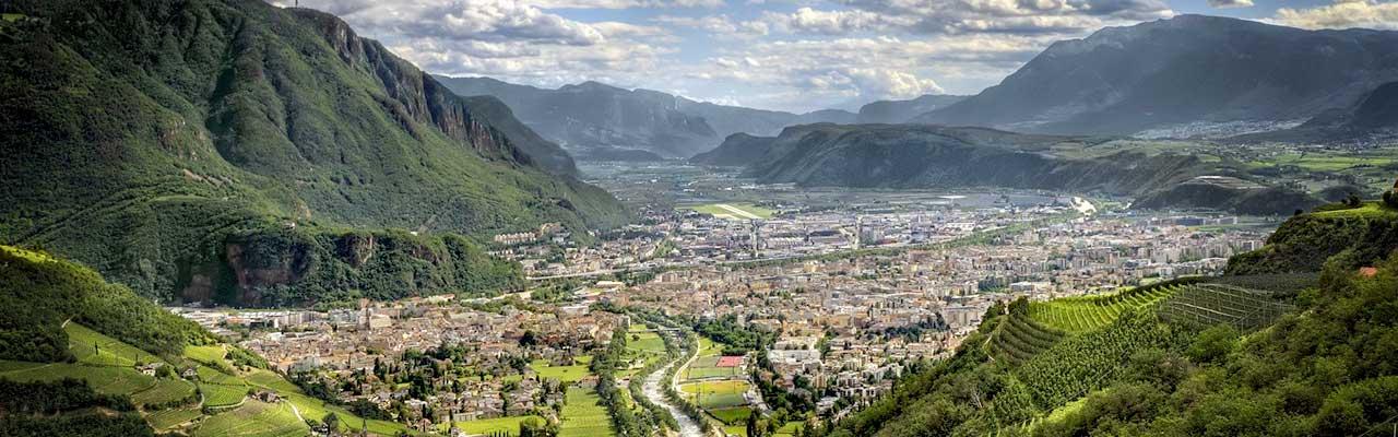 Produzione filmati e video aziendali Bolzano, video emozionali a Merano, Bressanone, Laives, Brunico e Appiano sulla Strada del Vino